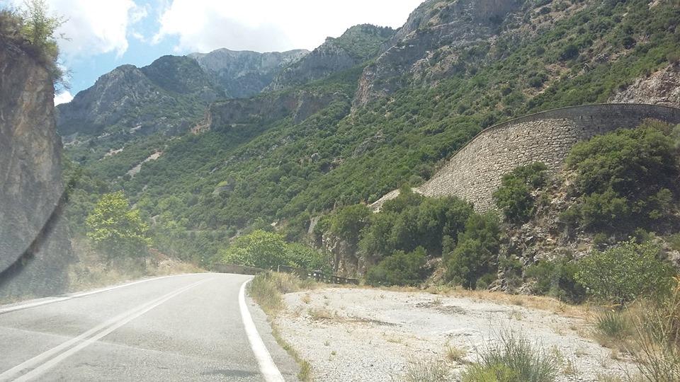 впечатляващ планински път на Пелопонес