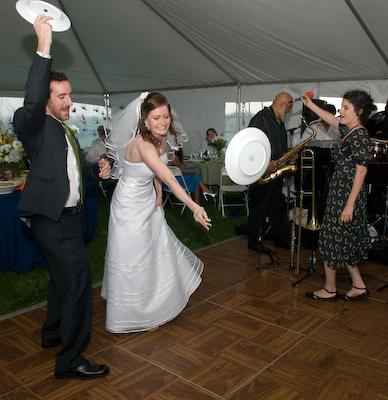 чупене на чинии на гръцка сватба