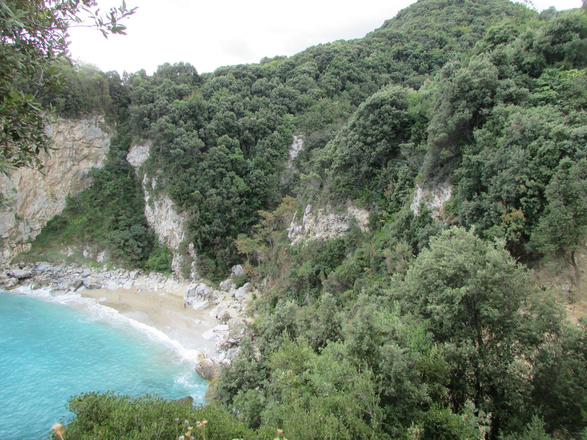 Склоновете на плаж Факистра