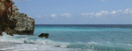 Чиста вода на плаж Милопотамос