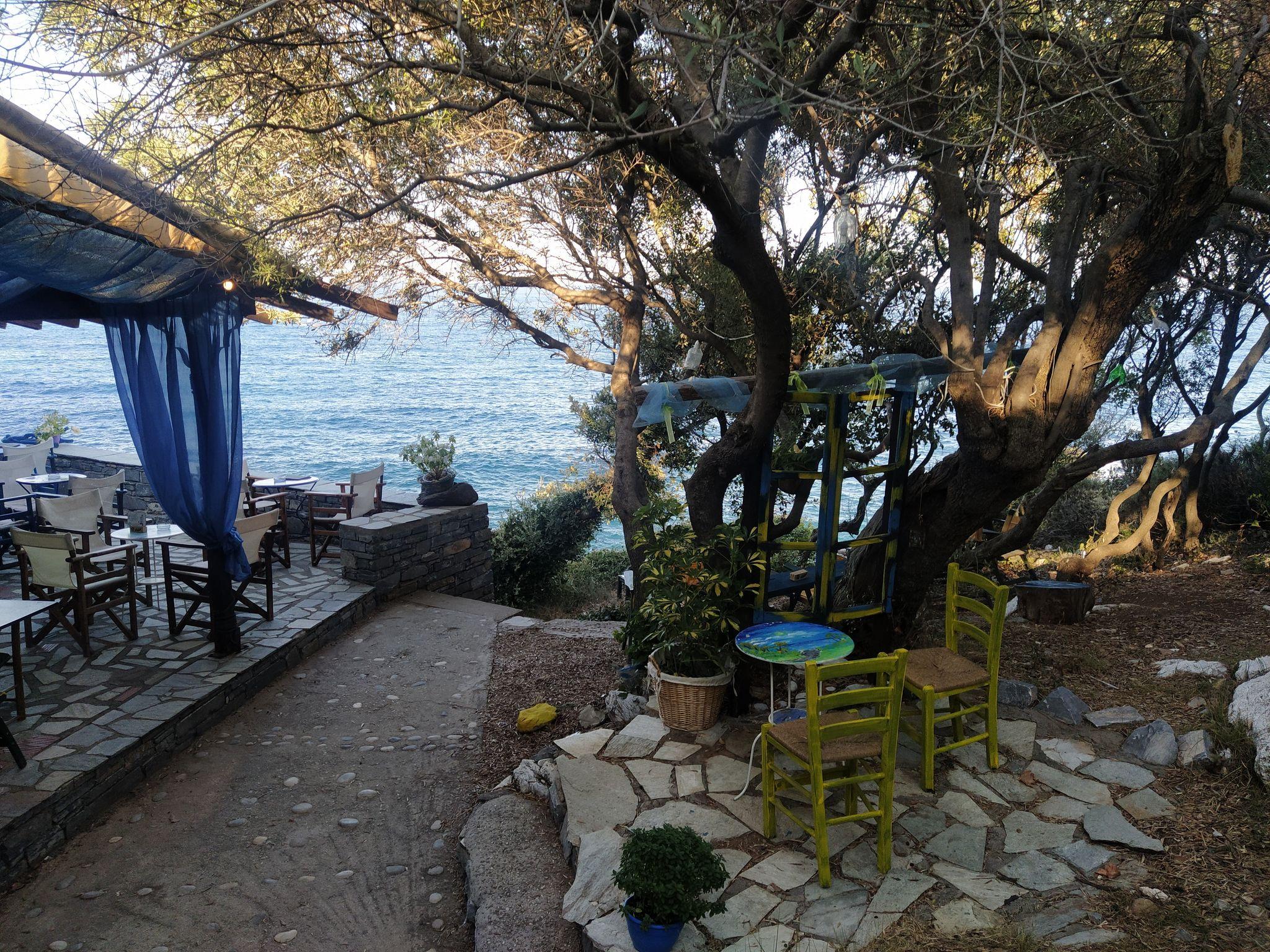 Заведение на плаж Милопотамос