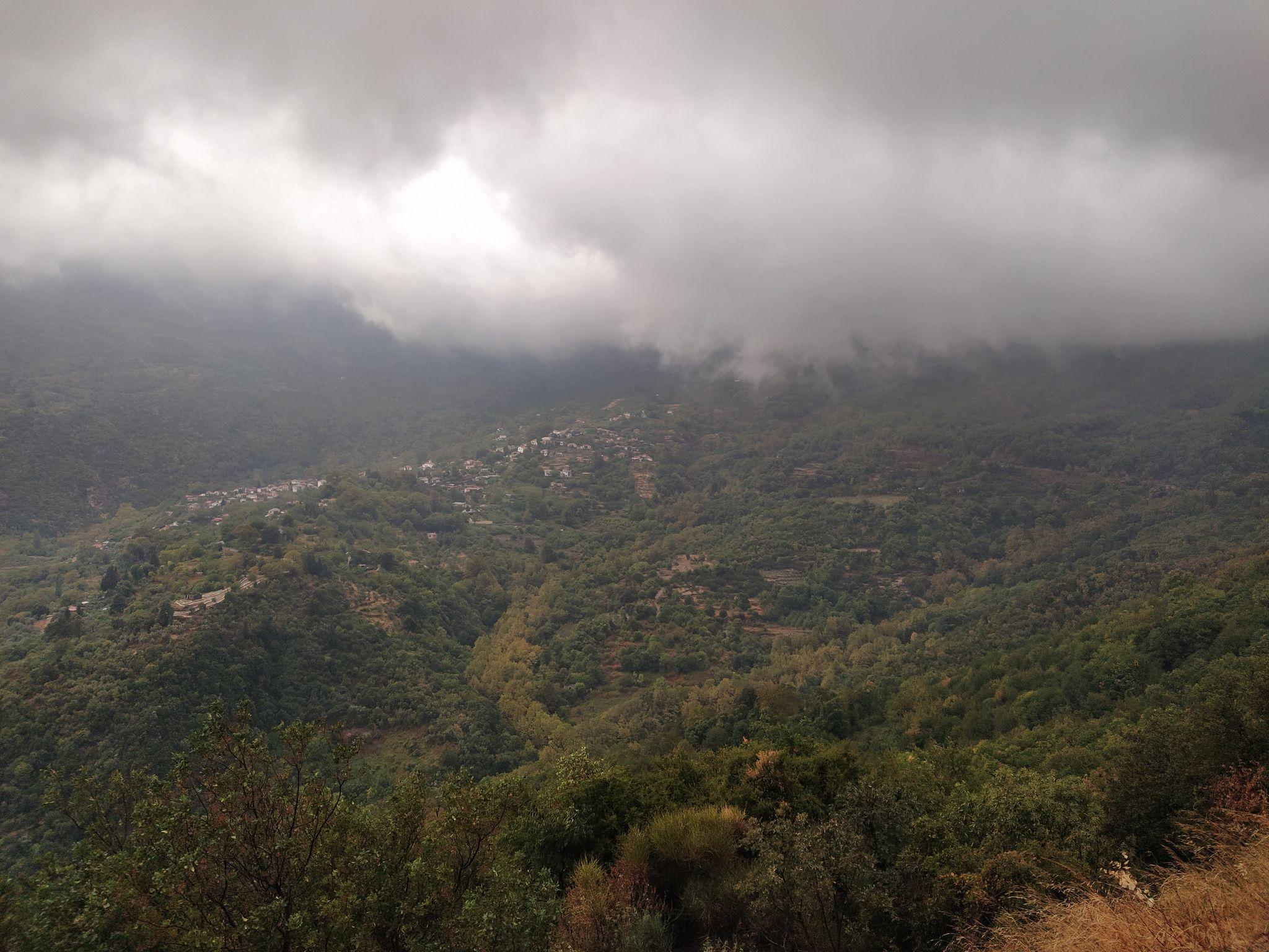 гледка от село Агиос Лаврентиос