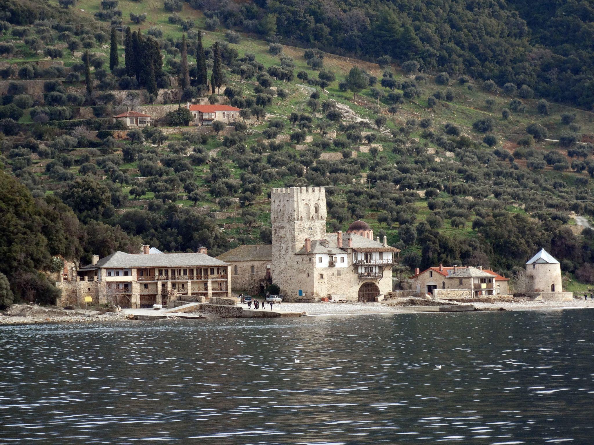 пристанището на Зографския манастир