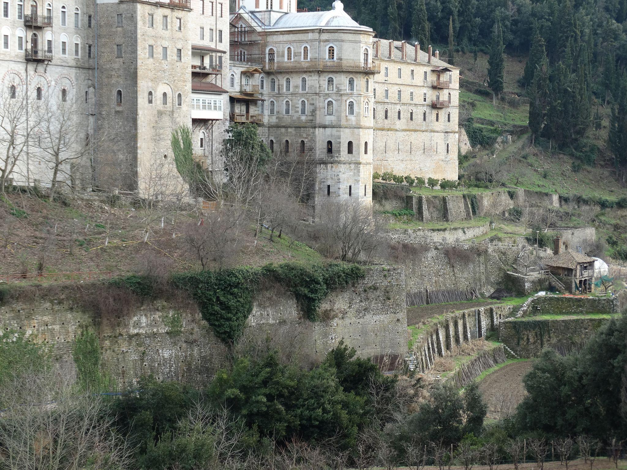 манастира като крепост на Атон