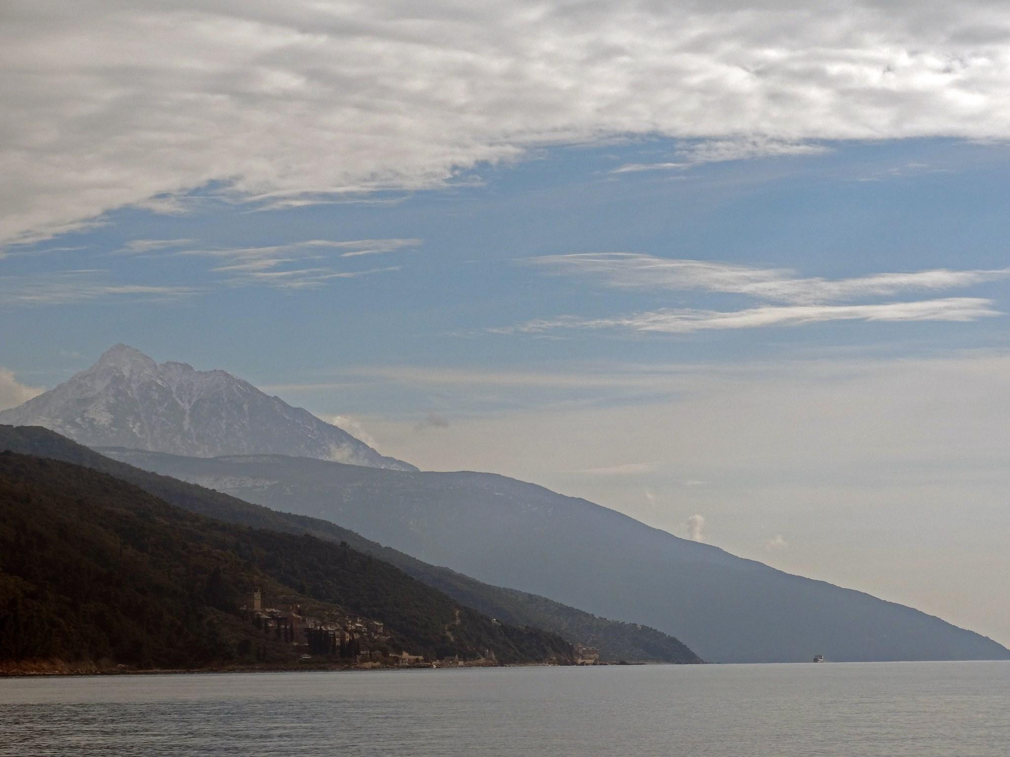 гледка към връх Атон