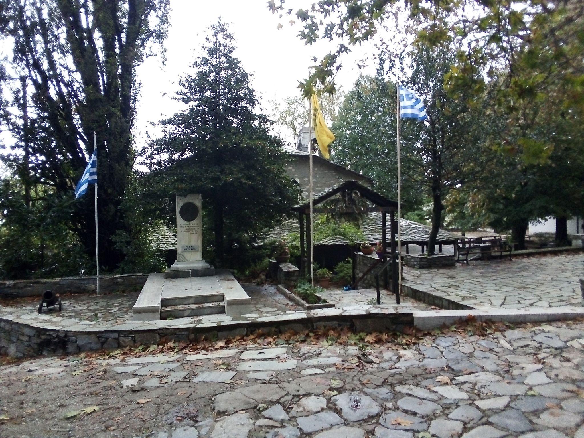 Паметник на Ригас Фереос, Кисос