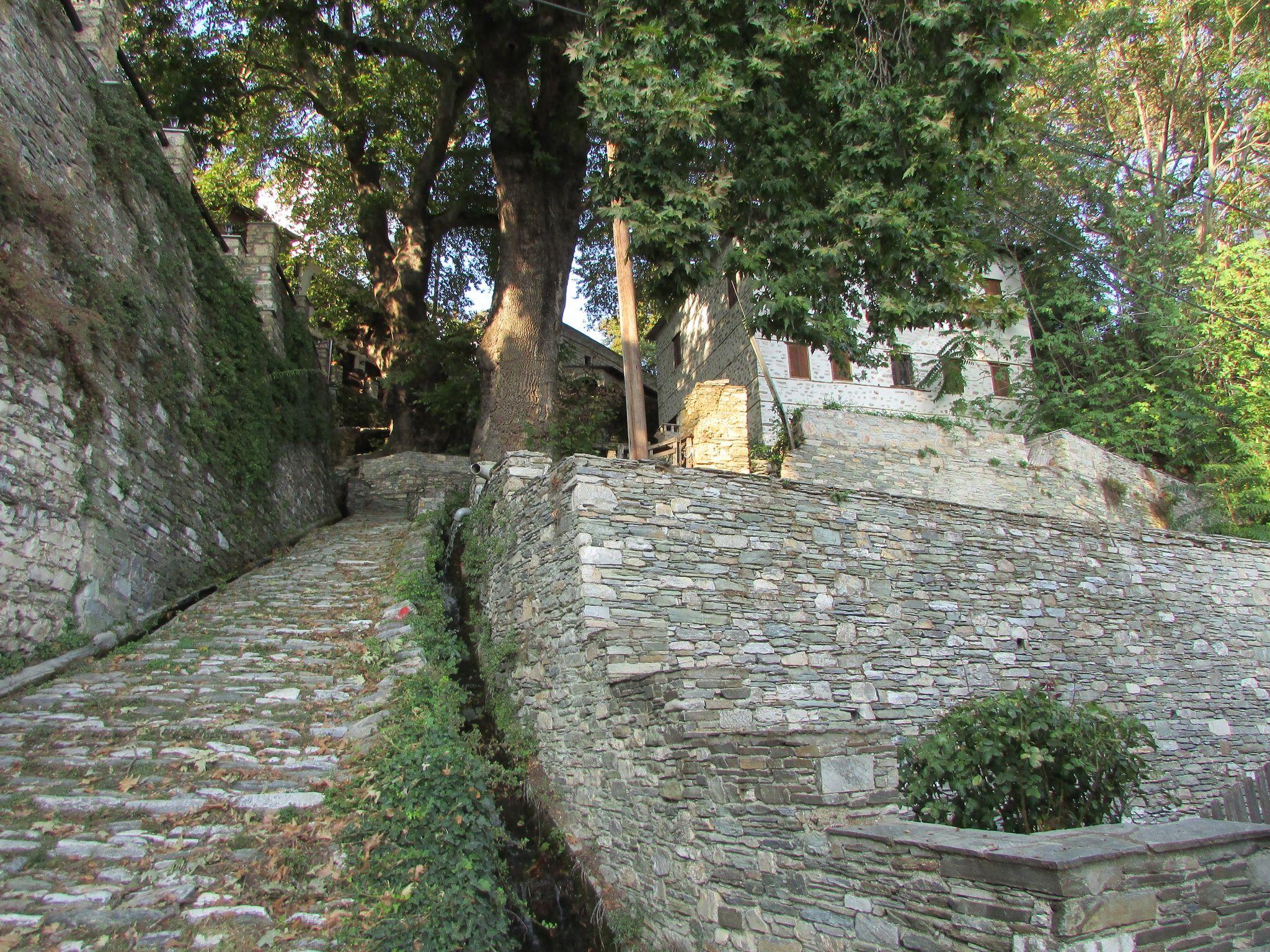 камъни и калдъръм в Макриница