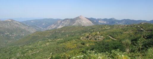 Гръцки планински пейзаж в Пелопонес
