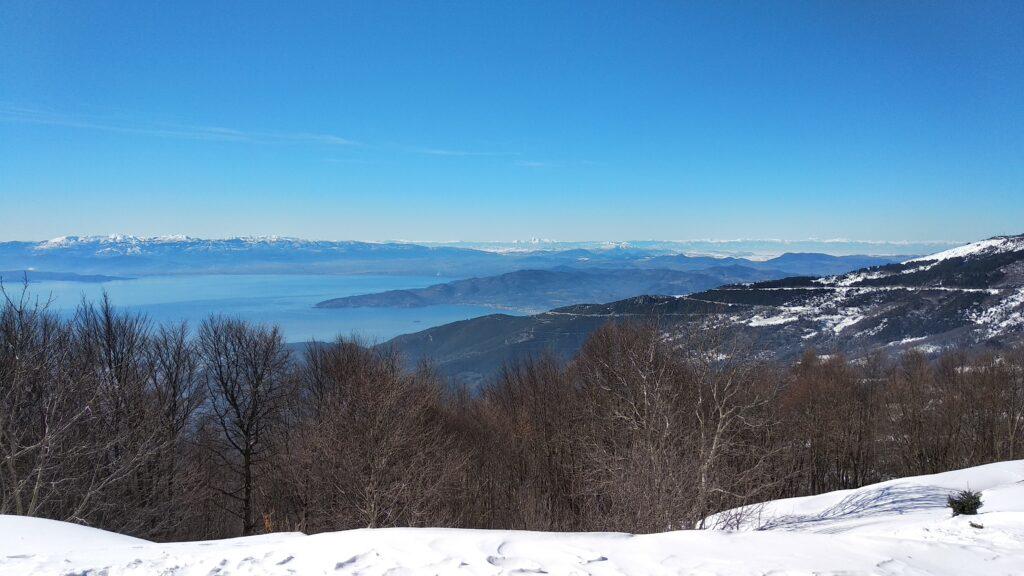 Гледка от планинат Пилио през зимата