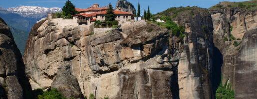 Гледка към манастир на Метеора