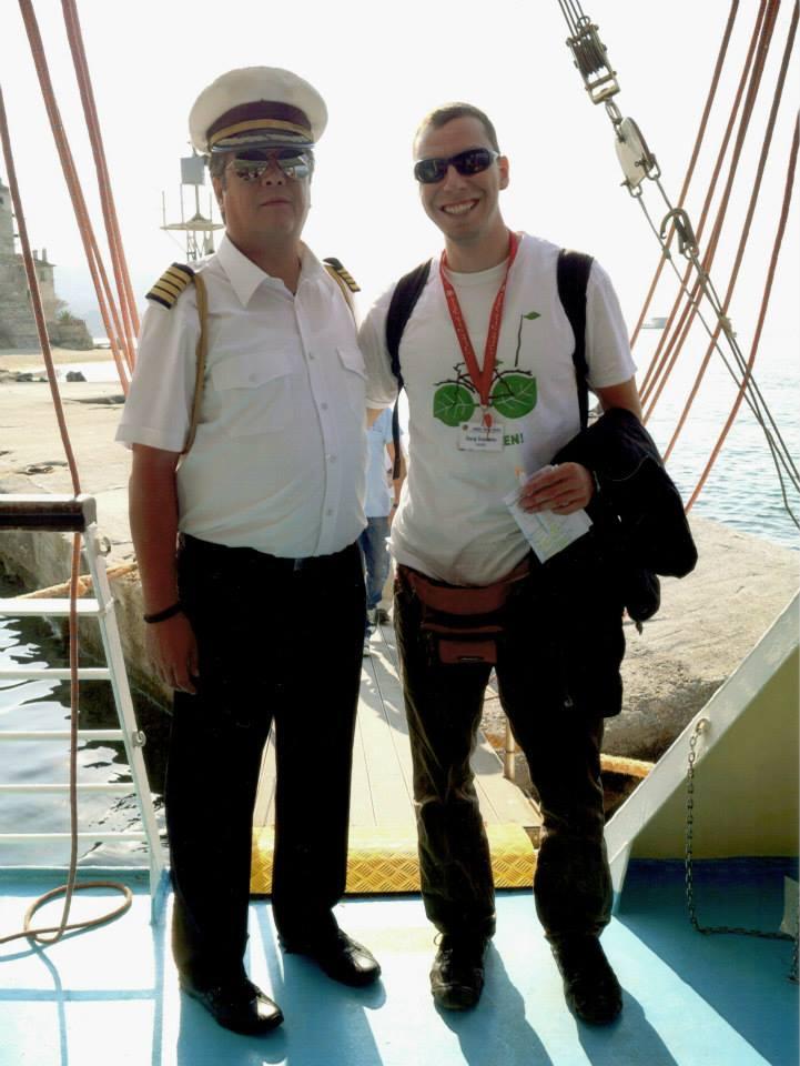 Снимка с капитан на кораб